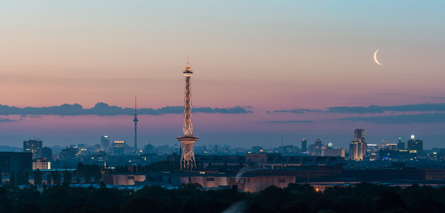Berlin - Skyline Panorama during sunrise - Fineart photography by Jean Claude Castor