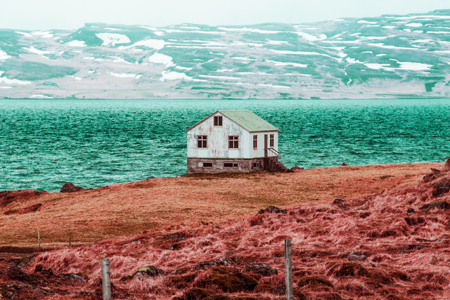 pink field house - Fineart photography by Susanne Kreuschmer