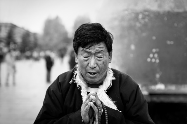 Prayer in Lhasa - Fineart photography by Victoria Knobloch