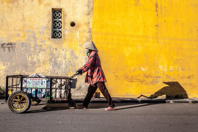 Good Night, Vietnam - Worker - Fineart photography by Jörg Faißt