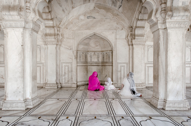 Family praying at Agra Red Fort, India - Fineart photography by Rolf Lange