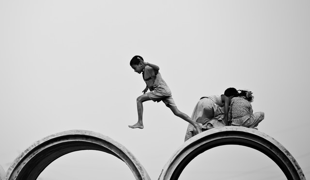 Dhaka kids - Fineart photography by Jan Møller Hansen