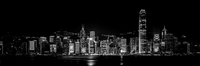 Skyline Hongkong bei Nacht - Fineart photography by Sebastian Rost