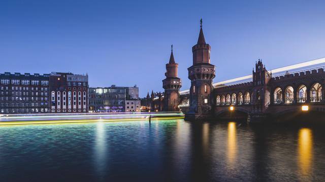 Berliner Oberbaumbrücke am Abend - Fineart photography by Ronny Behnert