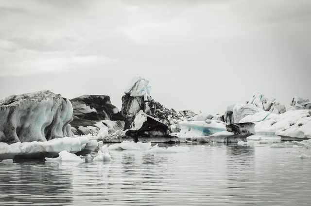 The glacier lagoon - Fineart photography by Pascal Deckarm