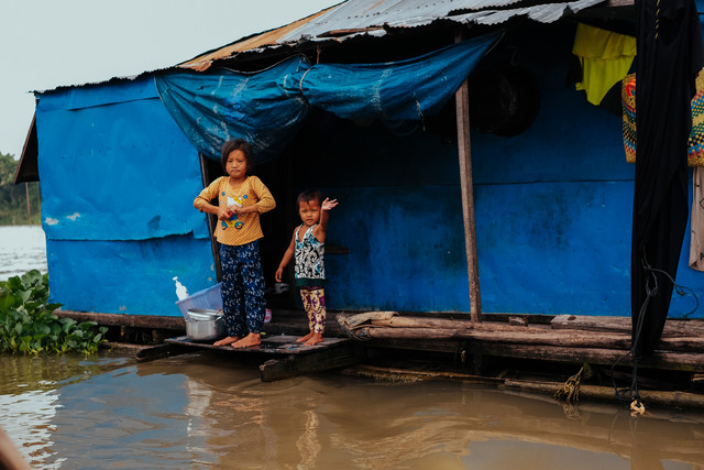 Children i an the floating village of kampong Chhnang Cambodia - Fineart photography by Jim Delcid