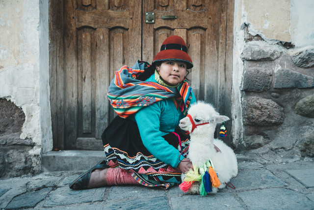 Peruvian Girl - Fineart photography by Ueli Frischknecht
