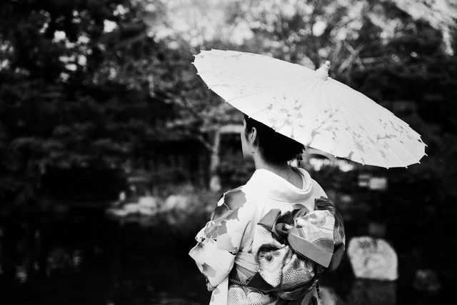 Geisha in Kyoto - Fineart photography by Victoria Knobloch