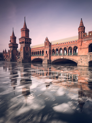 Oberbaum Bridge with ice floes on the River Spree - Fineart photography by Holger Nimtz
