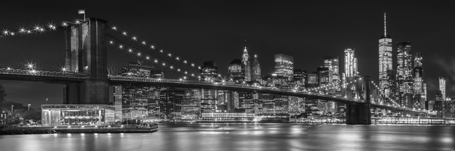 MANHATTAN SKYLINE & BROOKLYN BRIDGE Idyllic Nightscape - Fineart photography by Melanie Viola