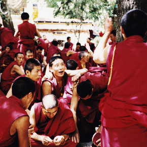 Eva Stadler, discussion in Sera monastery, Tibet 2002 (China, Asia)