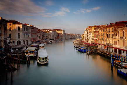 Dennis Wehrmann, Sunrise Rialto Bridge Venice (Italy, Europe)
