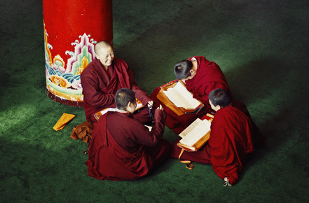 Victoria Knobloch, Nuns having fun at Larung Gar (China, Asia)