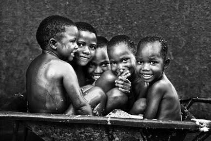 Victoria Knobloch, Bathing Time (Uganda, Africa)