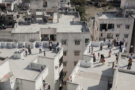 Enok Holsegaard, Families on roof (India, Asia)