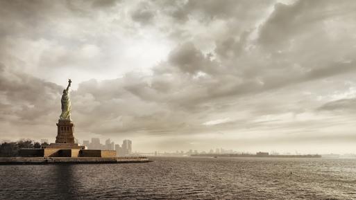Rob van Kessel, The Lady Lightens The Sky (United States, North America)