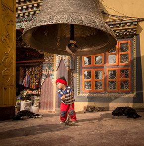 Barbara Flesch, The bell (Nepal, Asia)