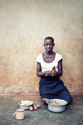 Victoria Knobloch, Preparing food (Uganda, Africa)