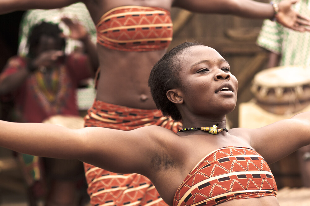 Adjobo dancer - Accra - Fineart photography by Lucía Arias Ballesteros