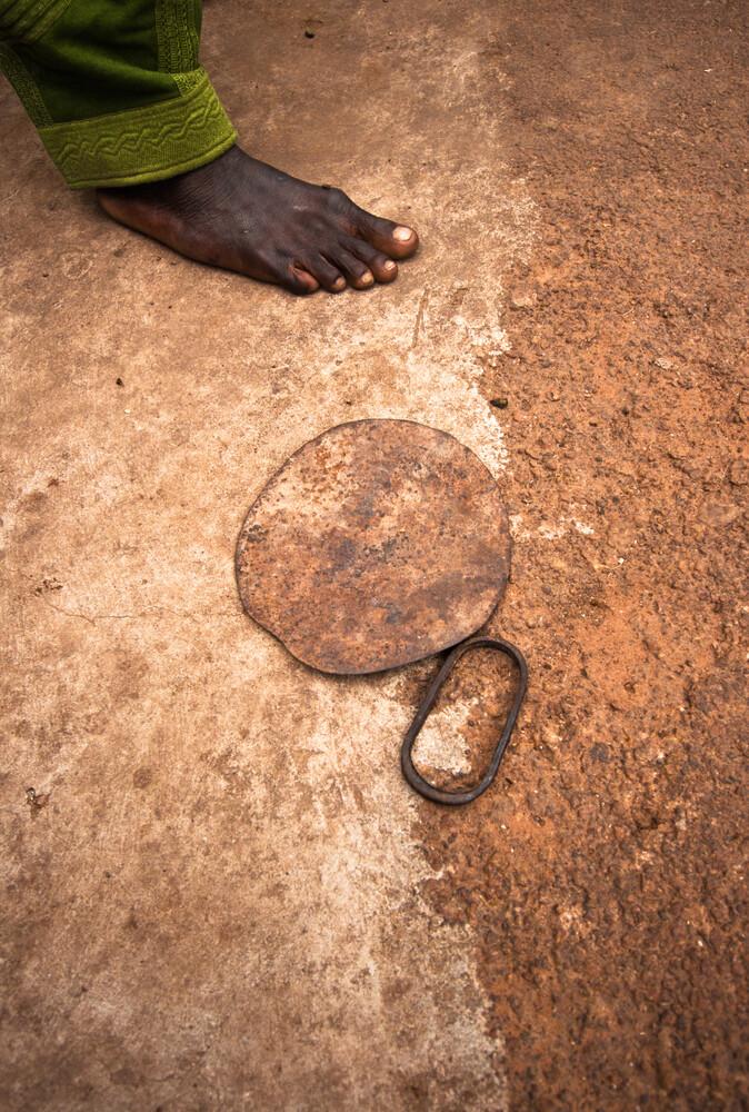 """""""Nyindogu"""" blade-instrument - Savulugu village, Northern Region - Fineart photography by Lucía Arias Ballesteros"""