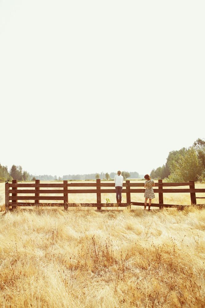 Fence Standing - fotokunst von Kevin Russ