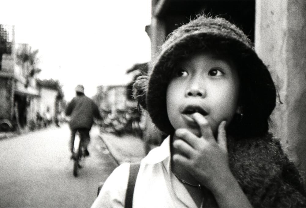 Little girl in Vietnam - fotokunst von Jacqy Gantenbrink
