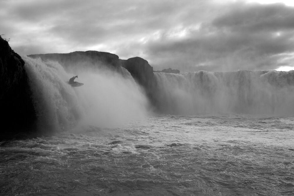 Extrem Kajakfahren am Godafoss Wasserfall   Fotokunst von Stefan Blawath