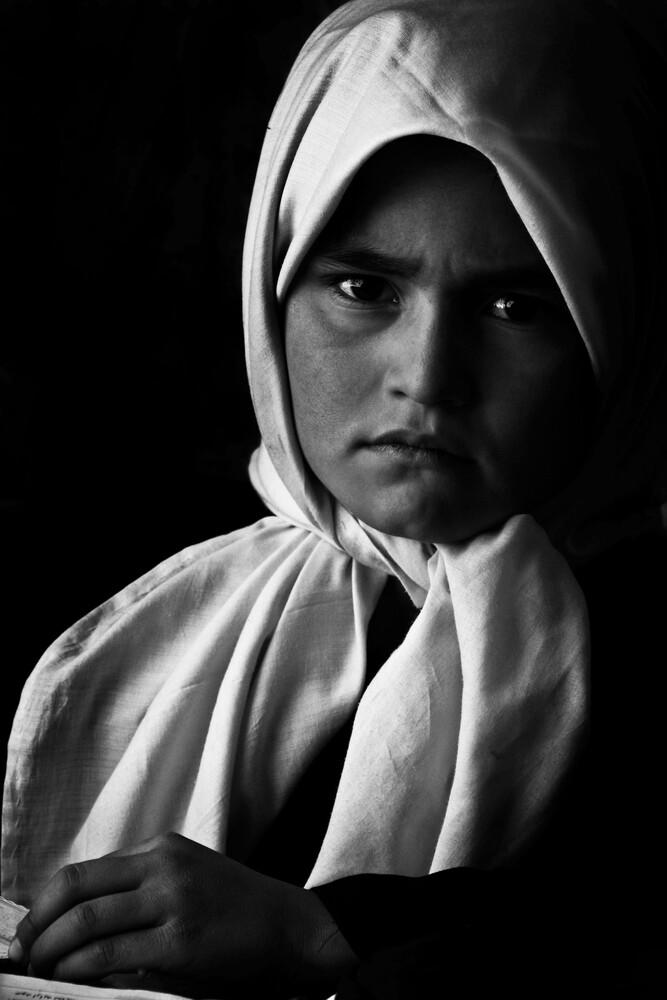 Girl at School - fotokunst von Rada Akbar