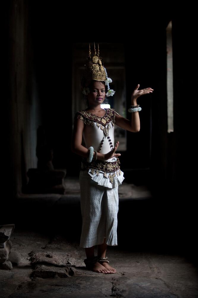 Temple Dancer - fotokunst von Manuel Fischer