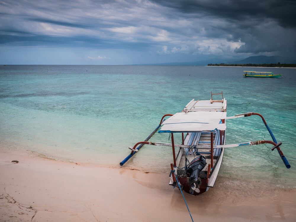 Longtail Boat - fotokunst von Johann Oswald