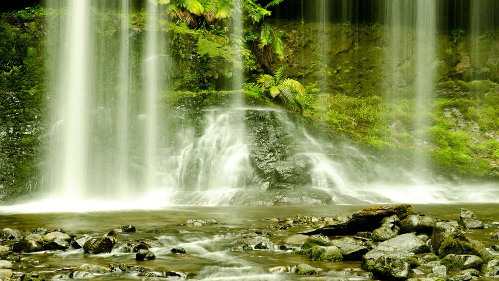 Wasserfall - fotokunst von Johannes Zakel