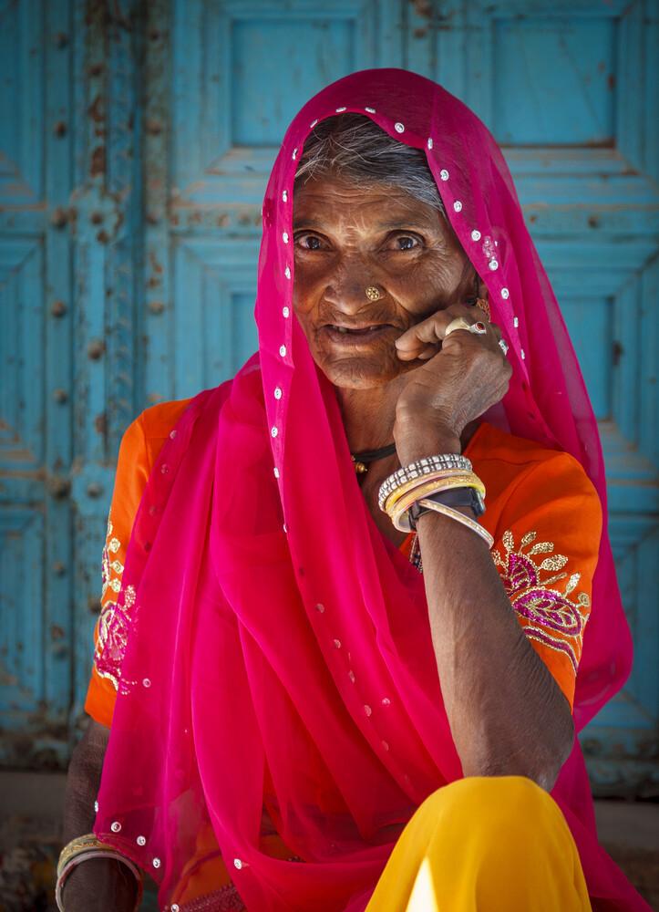 Portrait einer indischen Frau - fotokunst von Jens Benninghofen
