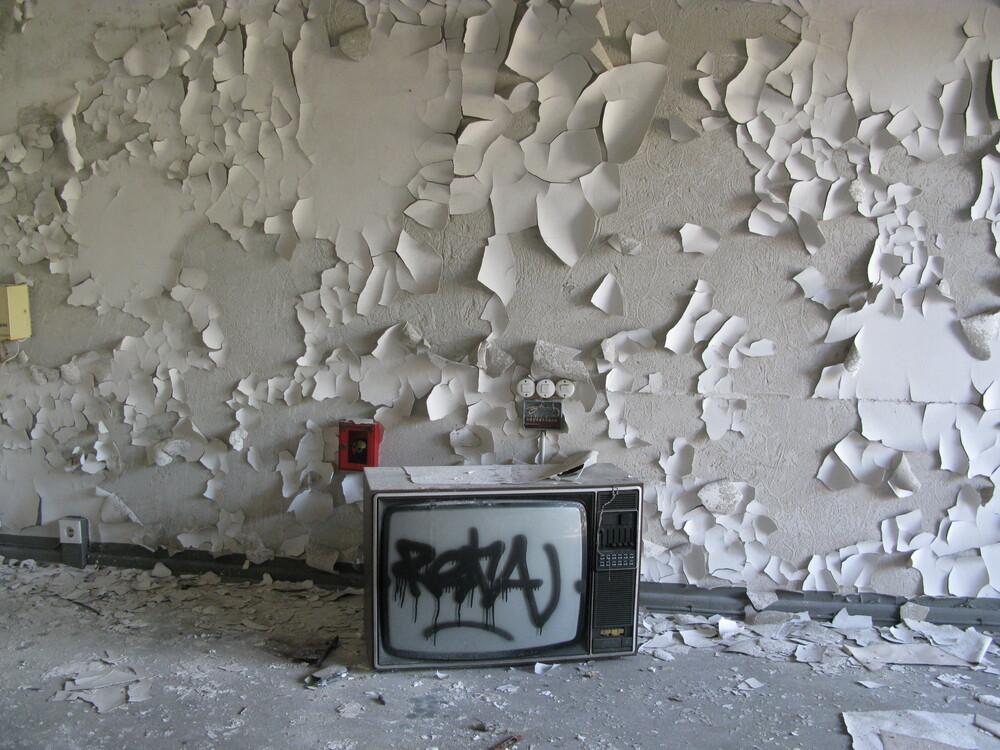 Abandoned Iraqi Embassy, Berlin  - fotokunst von Elsa Thorp