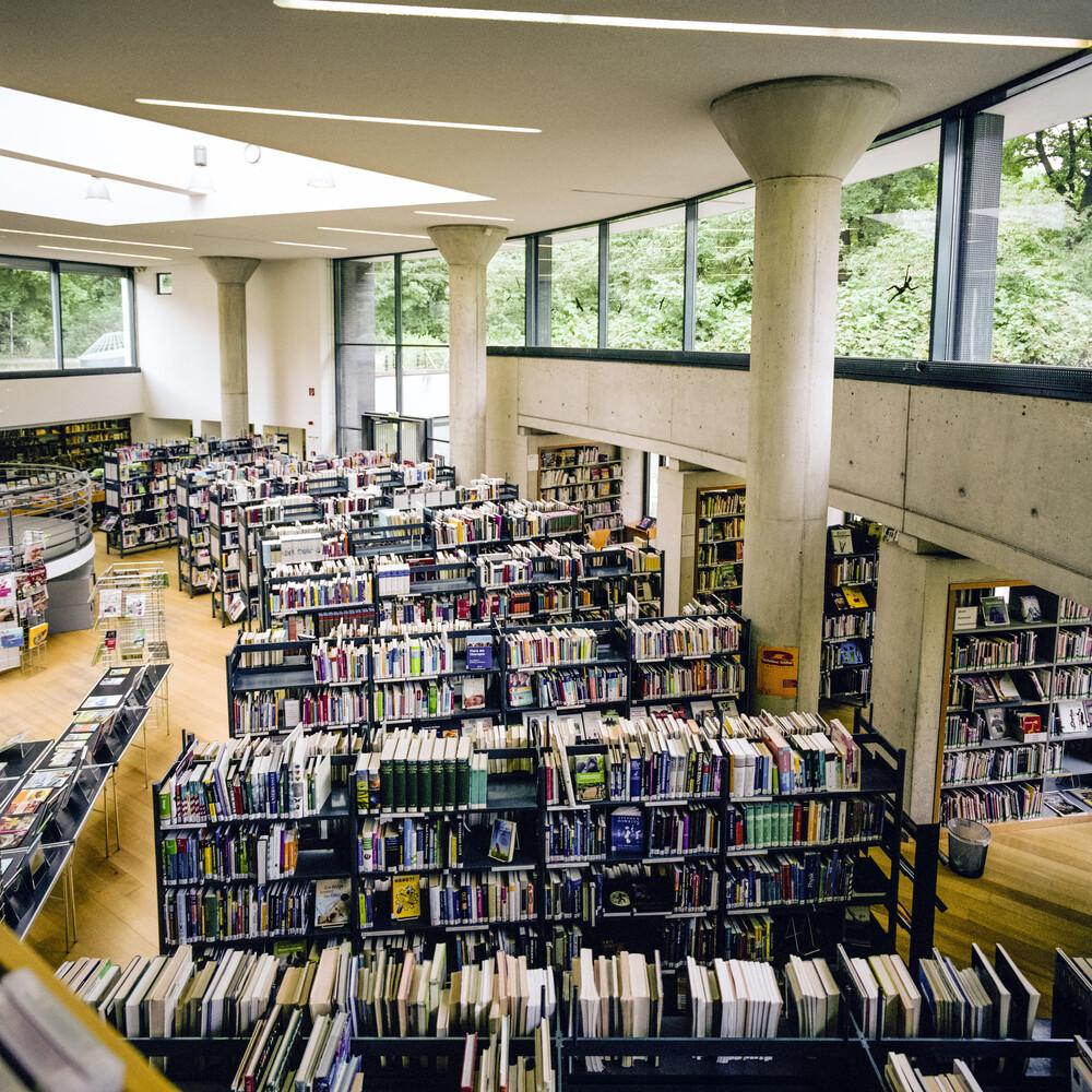 Bibliothek am Luisenbad, Berlin-Wedding - fotokunst von Jost Galle