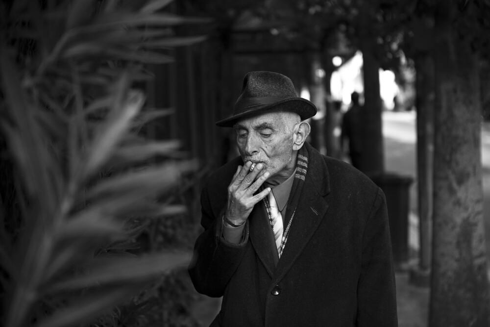 Portrait of an old man - fotokunst von Nasos Zovoilis