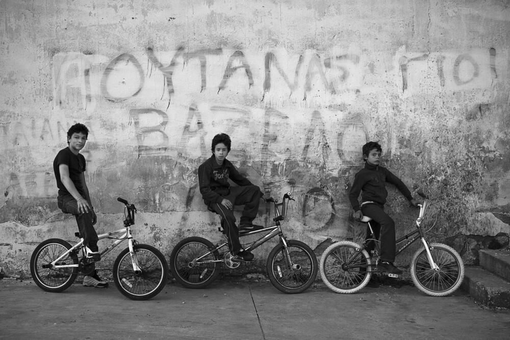The gang - fotokunst von Nasos Zovoilis