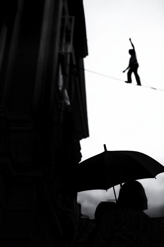 Seiltänzer - fotokunst von Radoslaw Celewicz