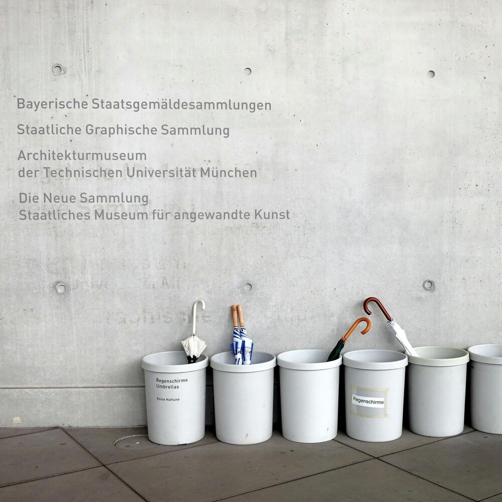 Study of the social behavior of umbrellas - fotokunst von Anuschka Wenzlawski