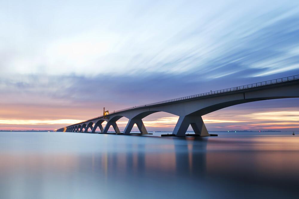 A bridge connects - fotokunst von Raphael Wildhaber