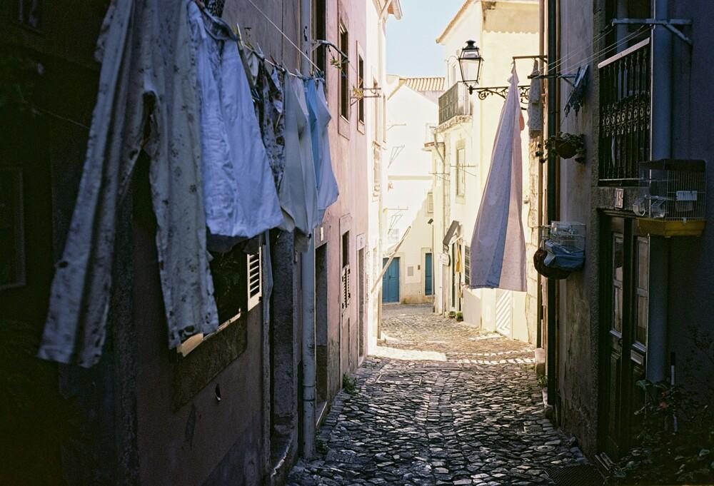 Gassen von Lissabon - Fineart photography by Christian Kluge