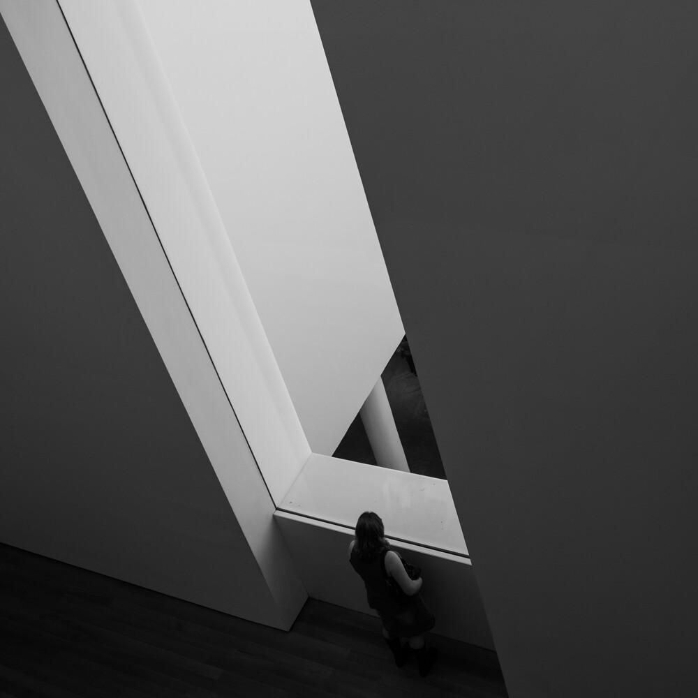 woman & window - fotokunst von Thomas Schaller