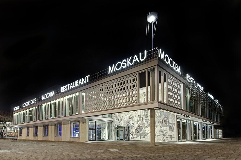 Cafe Moskau No 1 - fotokunst von Michael Belhadi