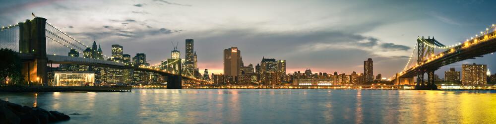 Brooklyn Bridge to Manhattan Bridge Panorama - fotokunst von Thomas Richter