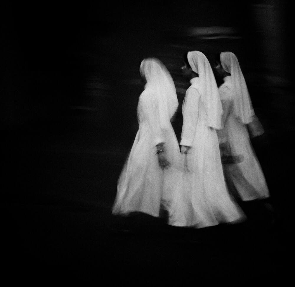 white into darkness - fotokunst von Massimiliano Sarno