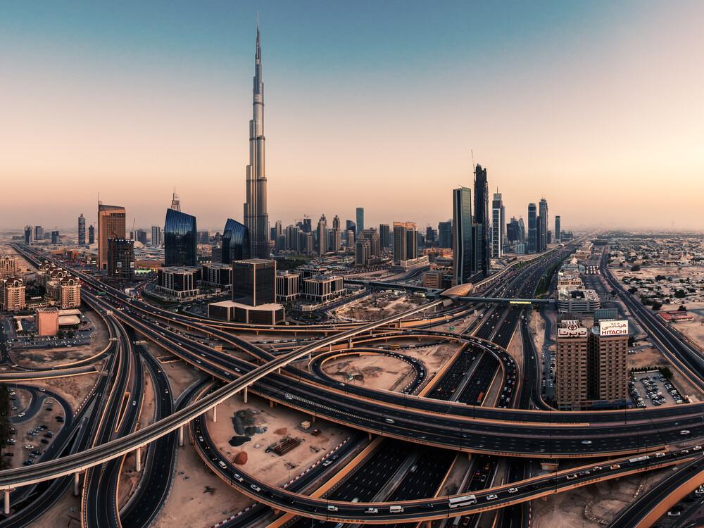 Dubai - Skyline Panorama - fotokunst von Jean Claude Castor