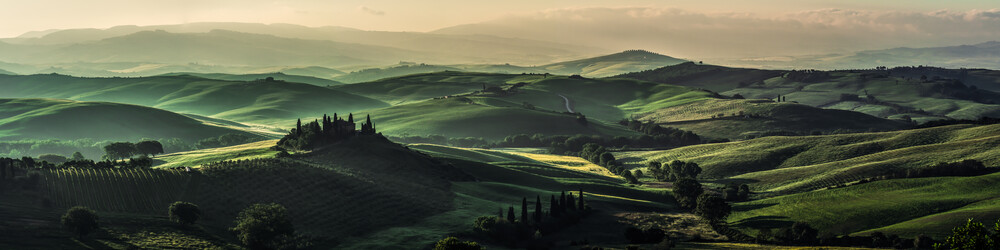Toskana - Val d'Orcia Panorama am Morgen - fotokunst von Jean Claude Castor