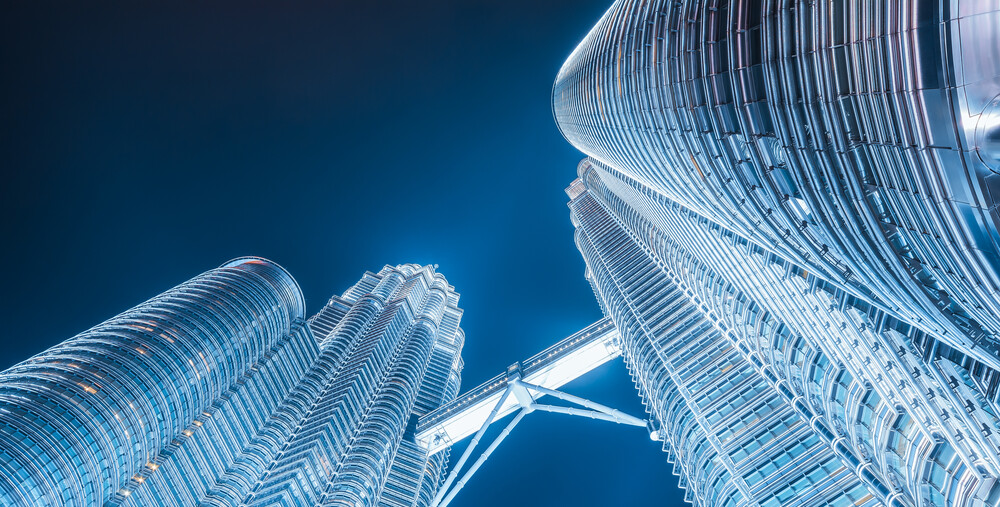 Malaysia - Kuala Lumpur Petronas Towers - fotokunst von Jean Claude Castor