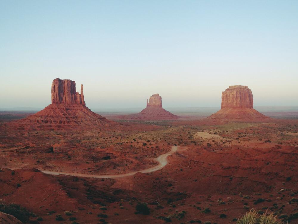 Monument Valley - fotokunst von Kevin Russ