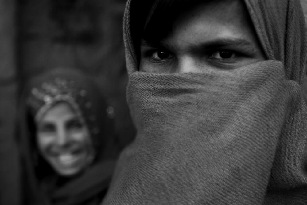 Timid Glance - fotokunst von Rada Akbar