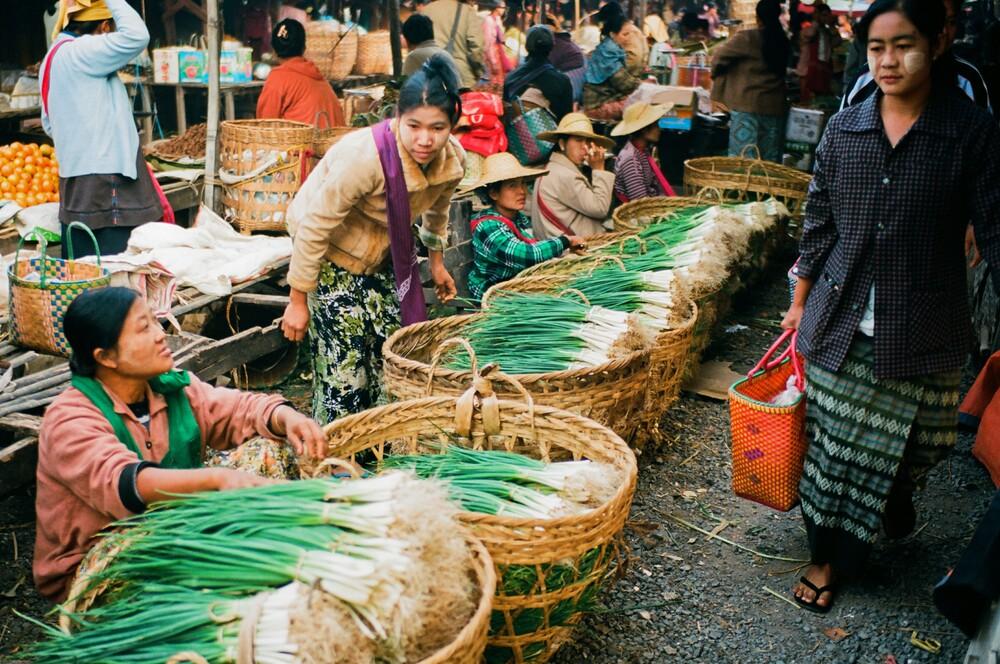 Myanmar Inle Lake - fotokunst von Jim Delcid